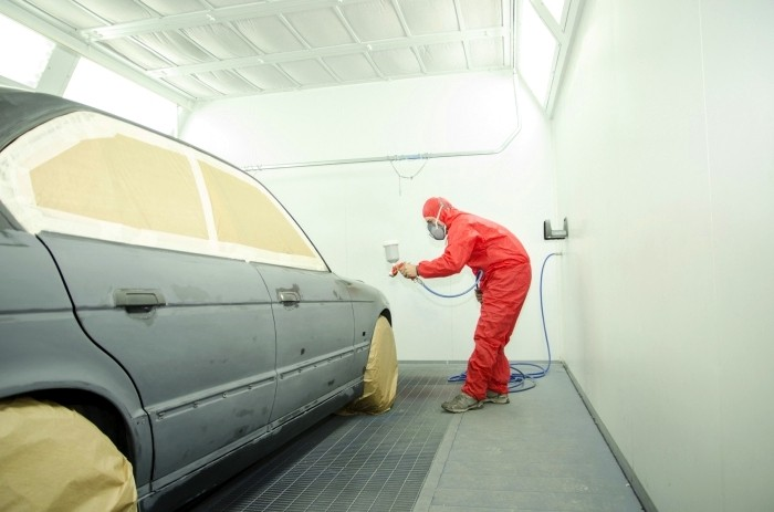 Грунтование автомобиля спомощью краскопульта