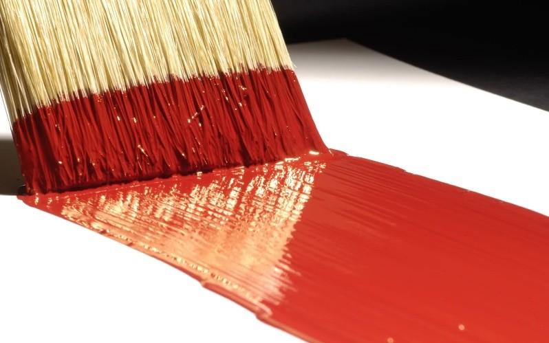 Кисть и слой краски