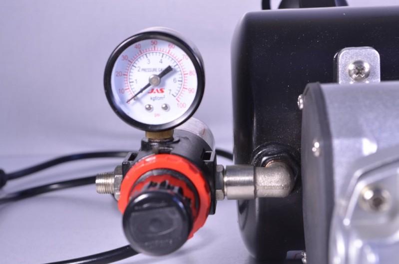 Воздушный фильтр и манометр на компрессоре Jas 1203