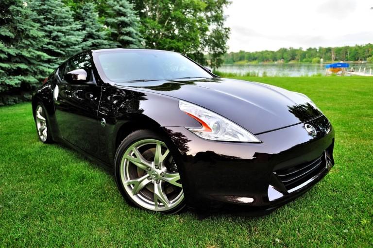 Черный отполированный автомобиль