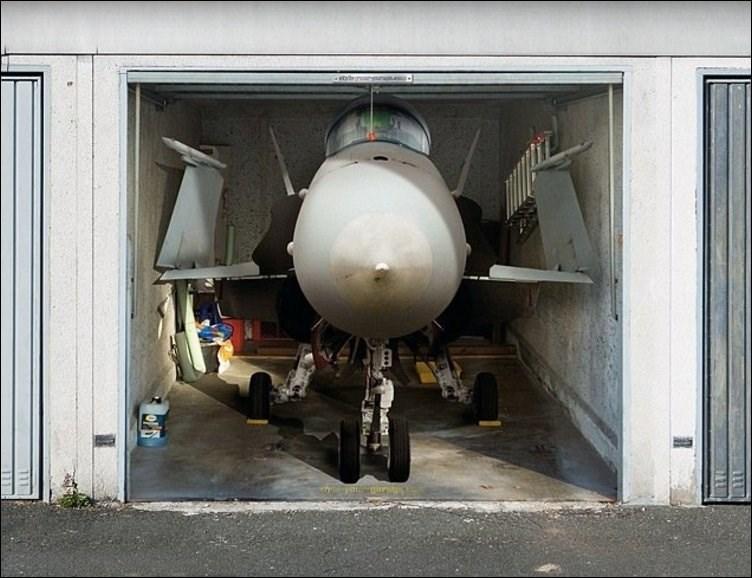 Аэрография на гараже: самолет