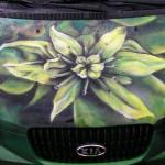 Волшебные, причудливые и обычные цветы на кузове автомобиля: варианты аэрографии