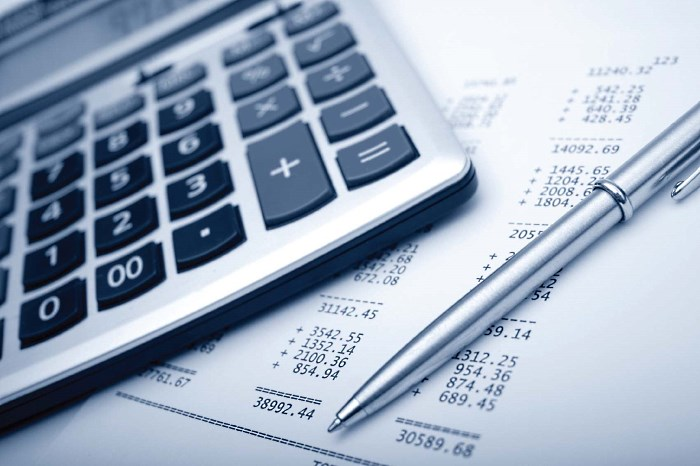 Составление бизнес плана, калькулятор, ручка, подсчеты