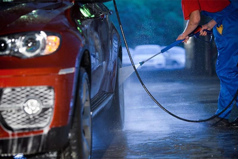 Мытье машины на автомойке