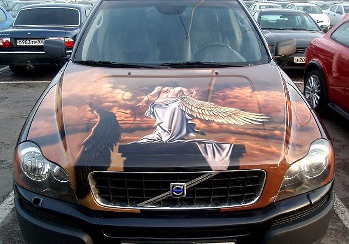 Наклейка на капоте авто в виде девушки фэнтези