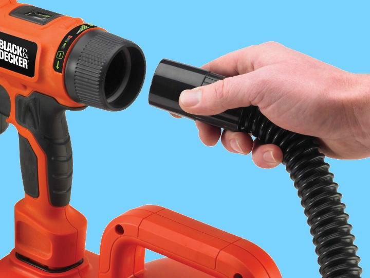 Присоединение шланга от компрессора к краскопульту