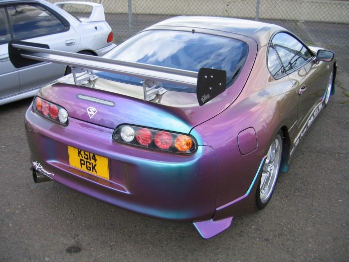 Автомобиль, окрашенный в перламутровый оттенок