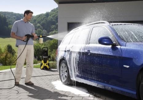 Мойка кузова автомобиля с использованием пенообразующей насадки