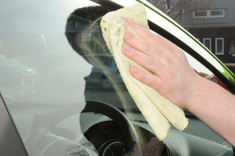 Чем отполировать лобовое стекло своими руками