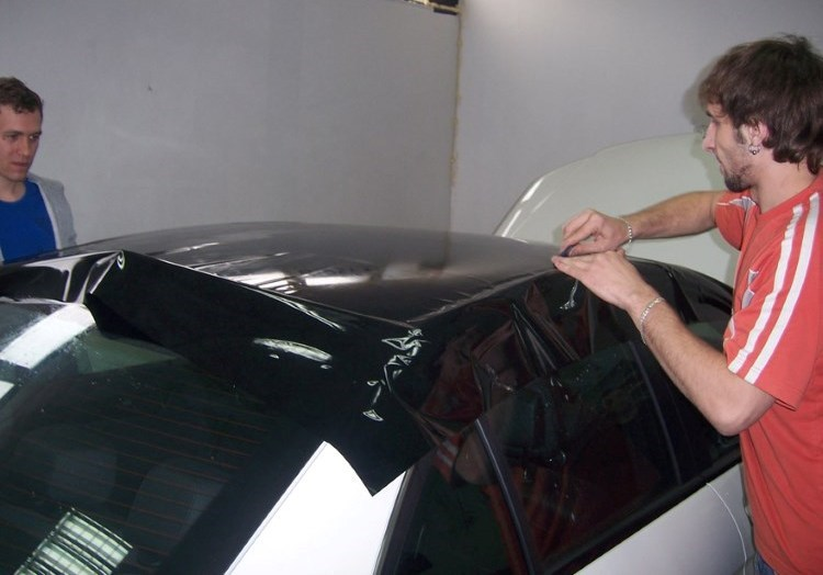 Оклейка пленкой крыши авто