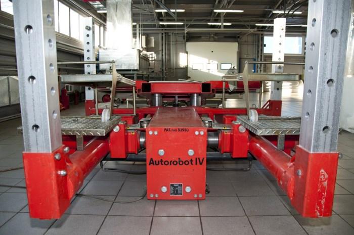 Робот для кузовного ремонта