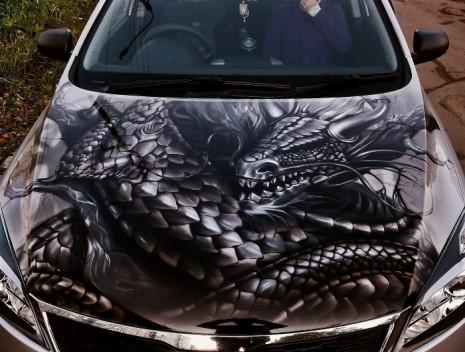 Аэрография дракон на капоте авто