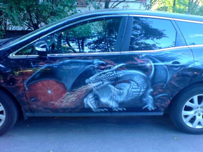 Аэрография дракон на машине