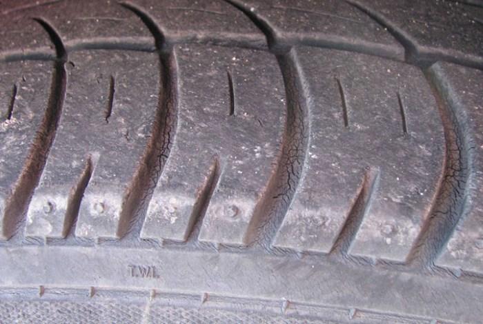 Трещины на шинах