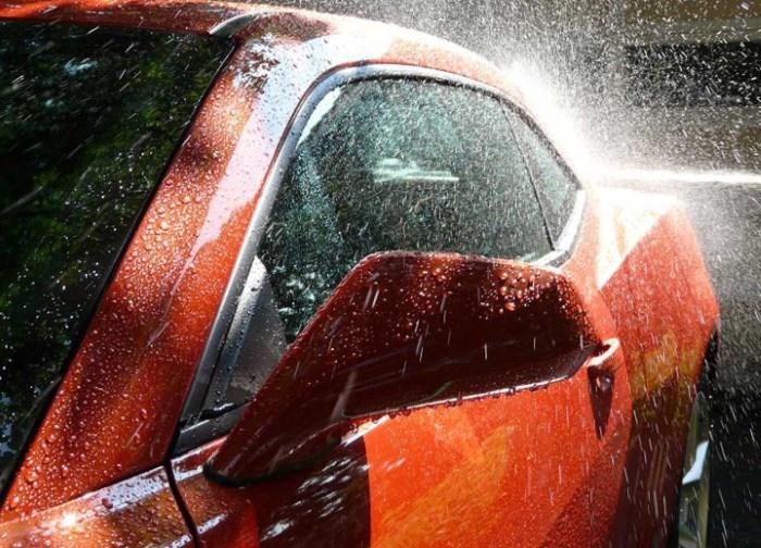 Восковая пленка защищает покрытие кузова от грязи и воды