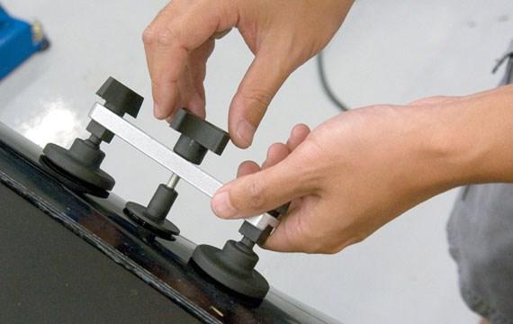 Клеевой метод выравнивания кузова