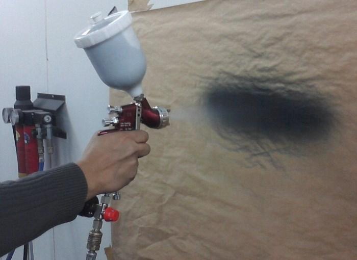 Распыление краски из краскопульта