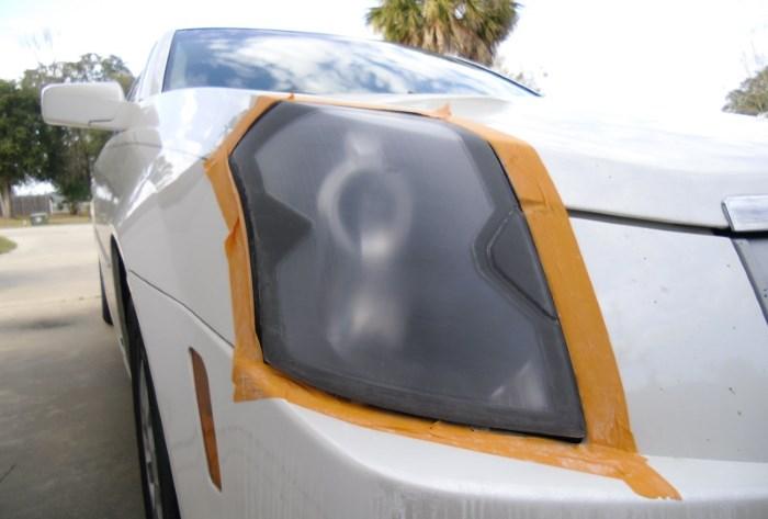 Защита кузова скотчем перед полировкой фар