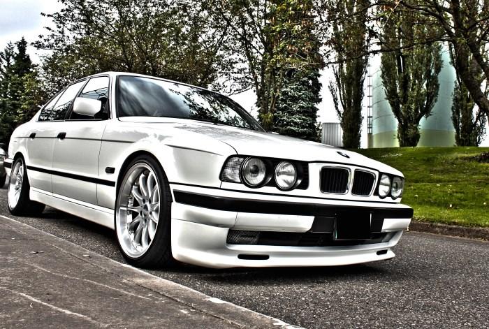 Автомобиль BMW Е34