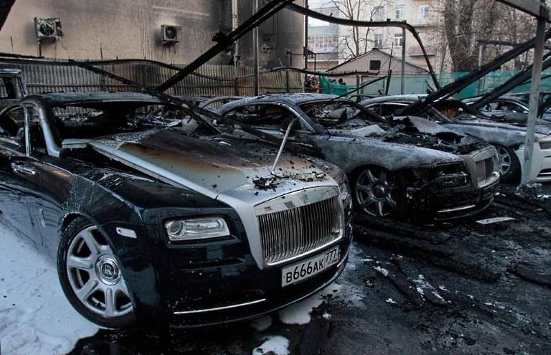 Дорогое авто после пожара