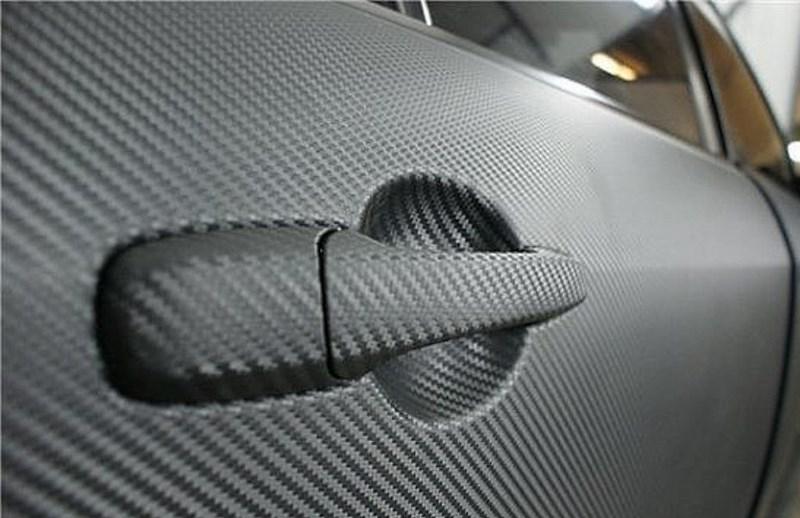 Дверь авто в карбоновой пленке