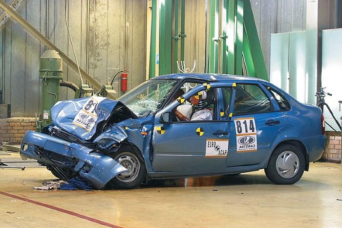 Повреждение передней части авто